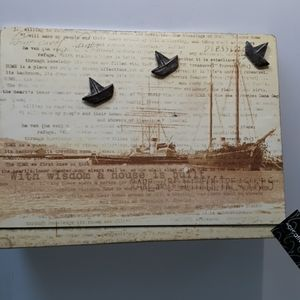 Magnetic nautical scenery note board